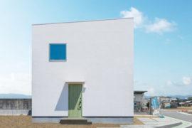 白いボックスのお家
